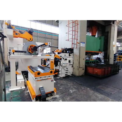 Automotive front brackets stamping line, with personalized coil feeding line GLK4-1300H decoiler straightener feeder for limited workspace