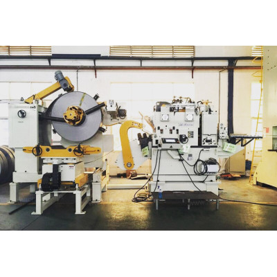 High strength coil feeding line GLK5-600 servo straightener feeder in brake pads pressing process