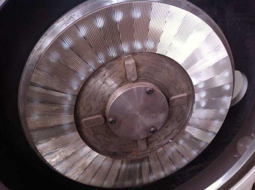 新型设计的PE粉碎机盘式性能良好