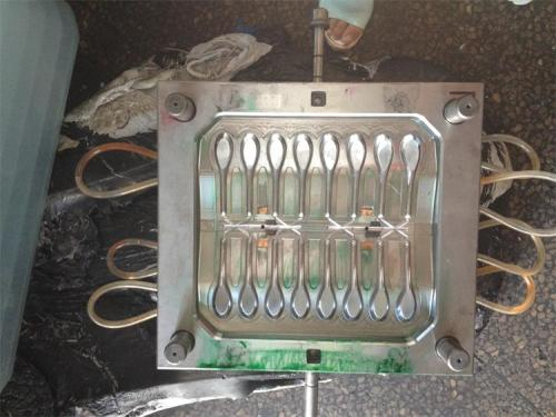 Disposable multicavity injection mold plastic spoon making machine