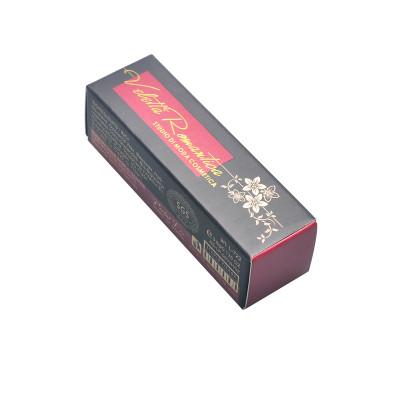 Emballage de rouge à lèvres fait main de luxe avec papier cartonné, dorure à chaud et vernis perlé
