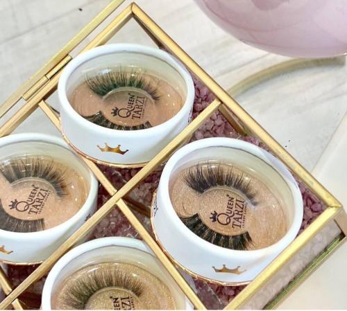 مربعات رمش جولة الترويجية المخصصة مع نافذة PVC وشعار احباط الذهبي
