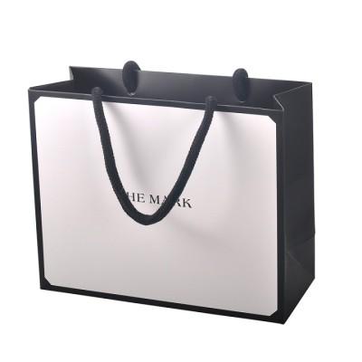 Emballage de luxe pour sac de magasinage en papier avec poignée insérée en coton et plastification mate