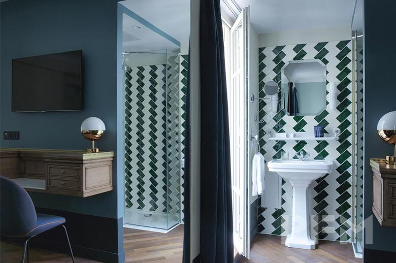 Hotel Bachaumont batnroom wall design
