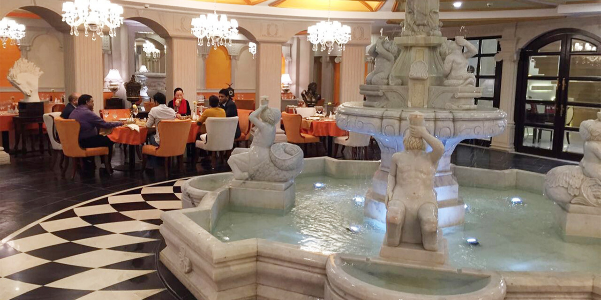 Jaipur Five Star Hotel indoor white marble water fountain