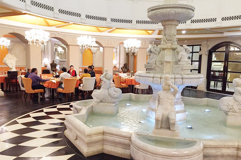 Jaipur Five Star Hotel figure carving marble fountain