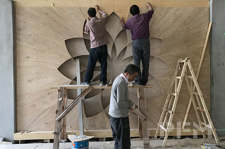 Riyadh Showroom travertine stone flower decoration wall installation