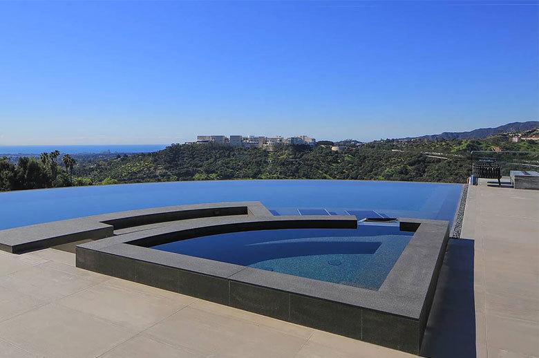 Linda Flora Modern Residence outdoor lounge