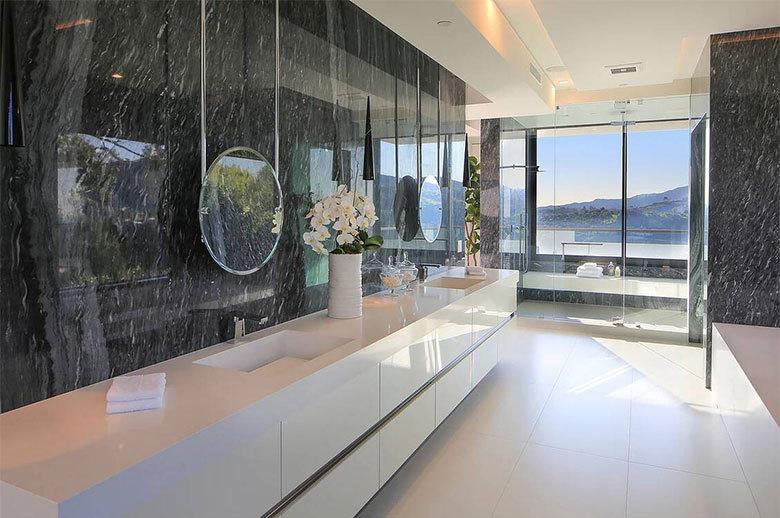 Linda Flora Modern Residence bathroom design