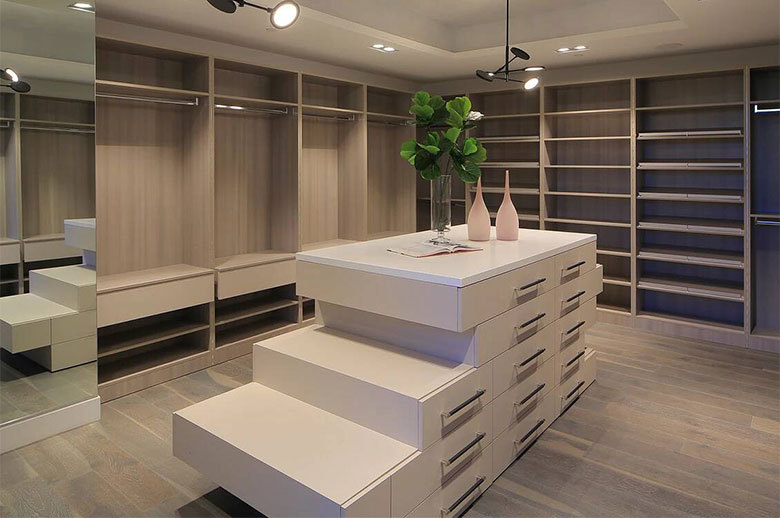 Linda Flora Modern Residence showroom closet