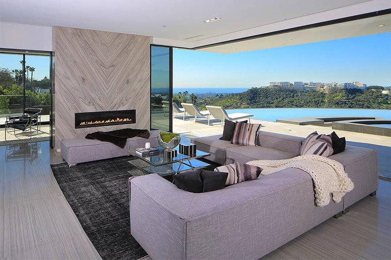 Linda Flora Modern Residence open-plan living room design