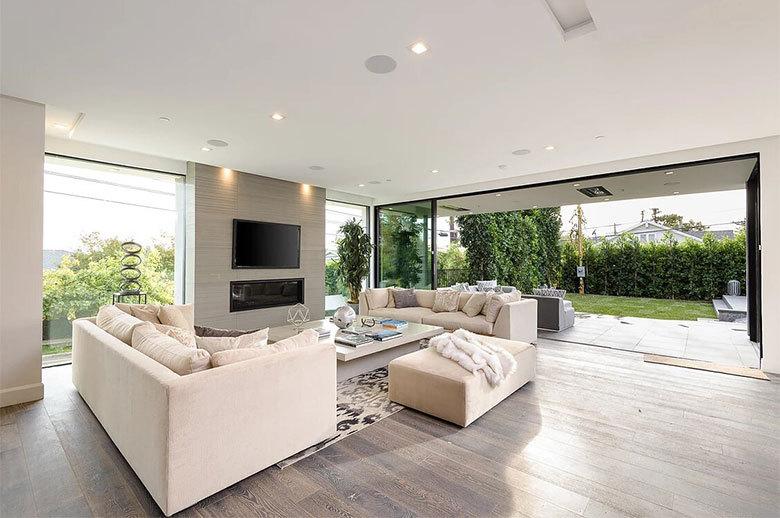 Kagawa Modern Residence open-plan living room design