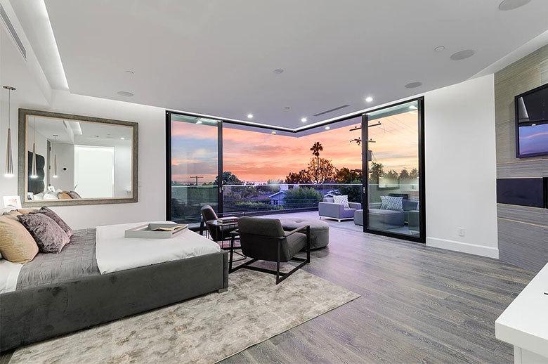 Kagawa Modern Residence bedroom design