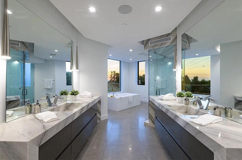 Kagawa Modern Residence bathroom design