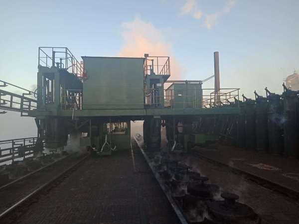 煙制御およびタンピングコークス炉用の炉上部煙ガイドトラック