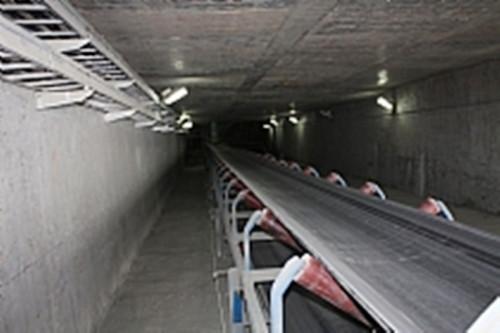 用于矿山冶金等行业的大型矿石物料运输机
