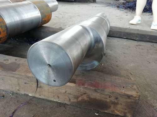 Bearbeitung und Herstellung von Exzenterwellen aus mechanischen Teilen des Brechers