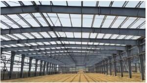 Welche Sicherheitsmaßnahmen sollten beim Winterbau von Stahlkonstruktionen beachtet werden?