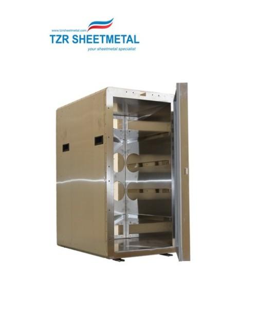 Metallfertigung eines rollenden Transporters für warme Speisen für die Luftfahrtindustrie