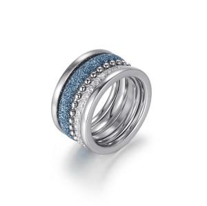 Pila di anelli in acciaio inossidabile blu polvere minerale