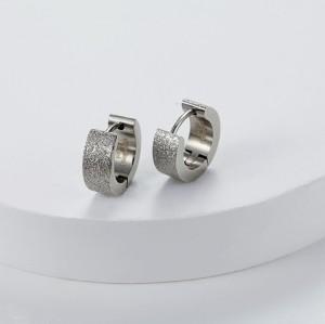 Orecchini Huggie color argento con smeraldi