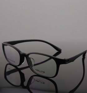 مصنع توريد الملونة TR إطارات النظارات البصرية البلاستيكية شفافة مع منصات الأنف السيليكون جودة لينة