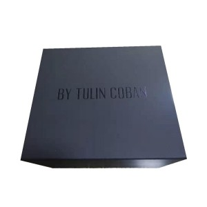 China Custom Wholesale black gift with magnet clothes packaging boxes