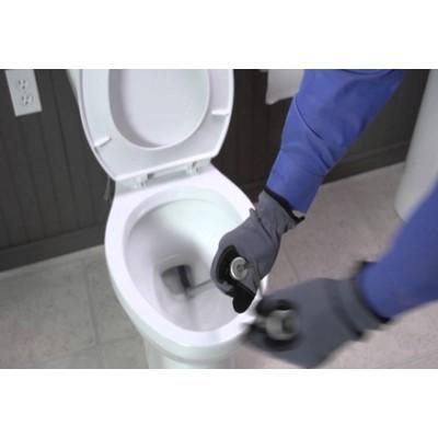 6 pasos para desatascar un inodoro con una serpiente de drenaje