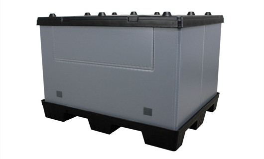 the assembled plastic pallet container