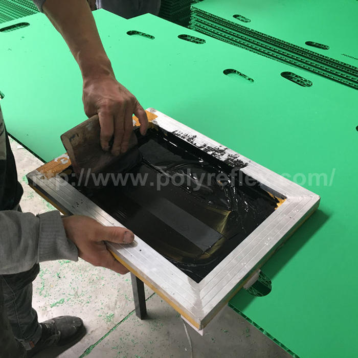 How to do screen printing on a plastic sheet?