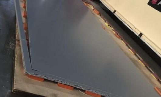 Die-cut the PP honeycomb panel