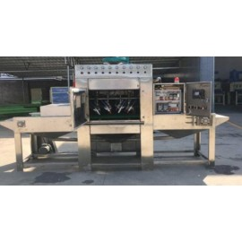Liquid conveying type sand blasting machine