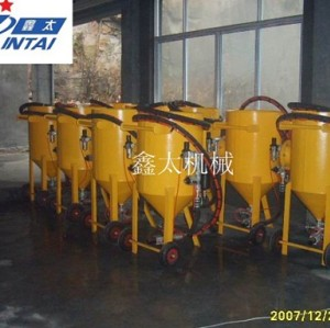 Direct pressure type mobile sand blasting machine