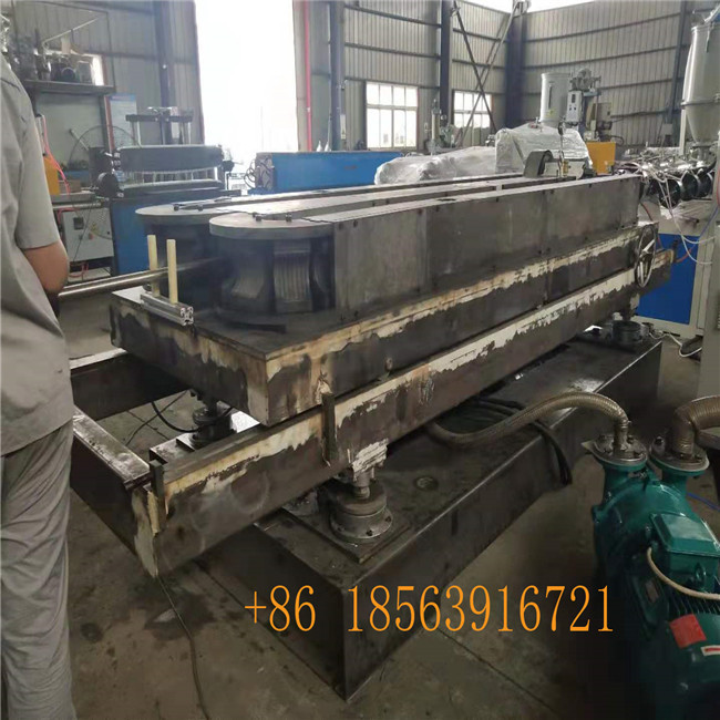 forming machine with mold