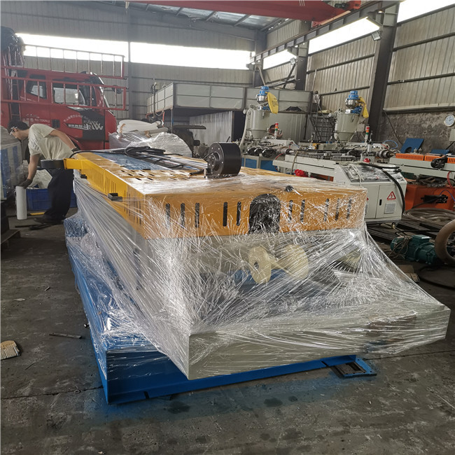 loading containers for domestic customer continue corrugated pipe machine