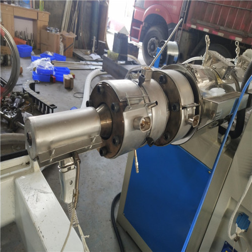 PVC Single Wall Corrugated Pipe Making Machinery with Steel Wire
