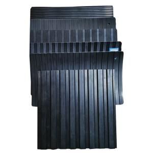 Exportieren Sie eine Vielzahl von schwarzen Anti-Rutsch-Wellrippen-Gummimatten zum Schutz des Bodens