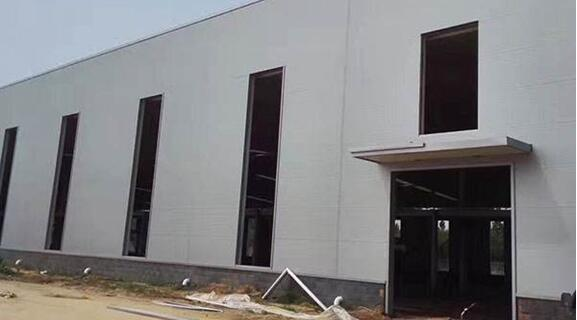 How to load and deliver the steel structure warehouse workshop building materials?