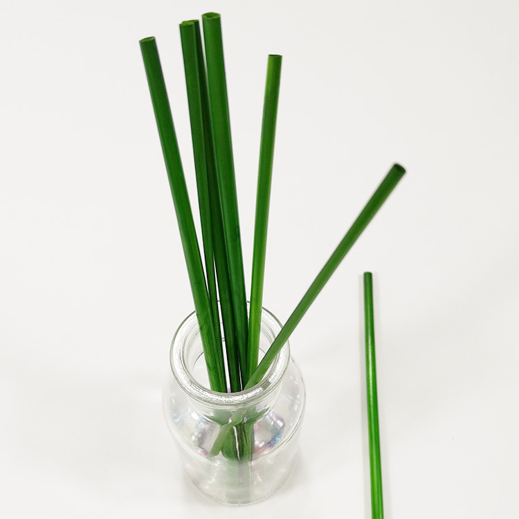 Weaving used straw