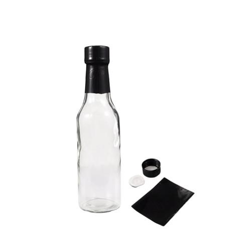 Botellas de vidrio con salsa picante
