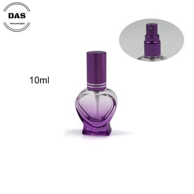 Botella de perfume en spray de vidrio en forma de corazón