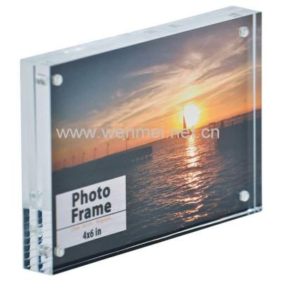 Manufacturer supplies economic magnetic acrylic photo frame customizable size