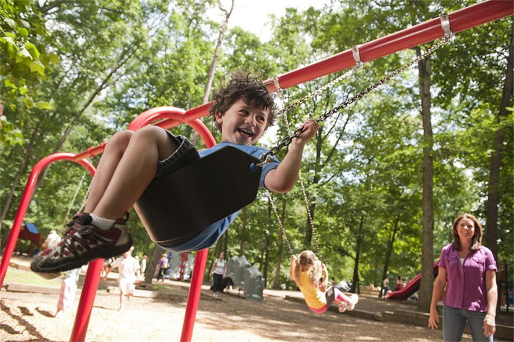 four precautions in the use of children's swing