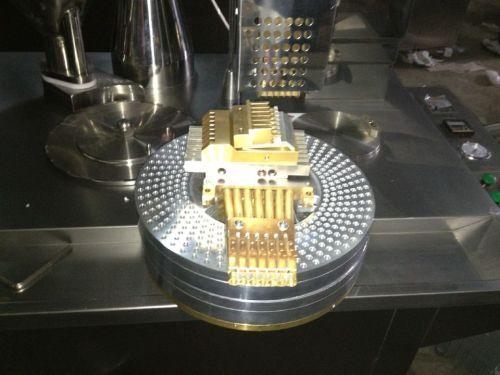 CE certificó el precio semi automático de la máquina de rellenar de la cápsula para la cápsula