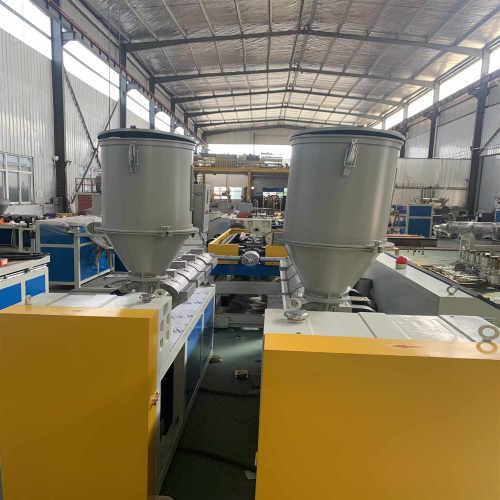 Máquina extrusora de tubos corrugados de pared simple PP / PE / PVC