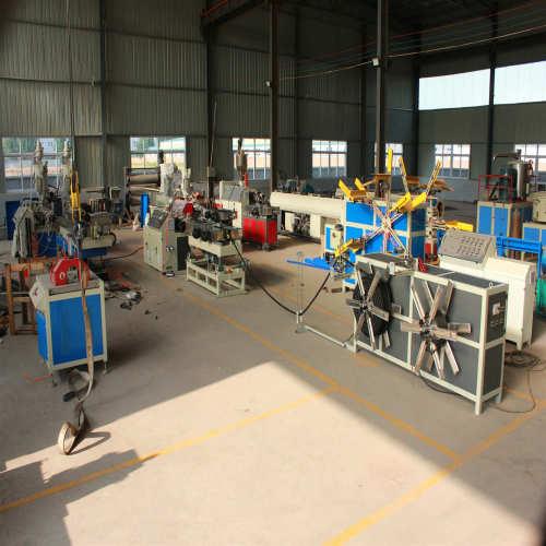 Machine d'extrusion de tubes ondulés à paroi simple à grande vitesse PP / PE / PVC