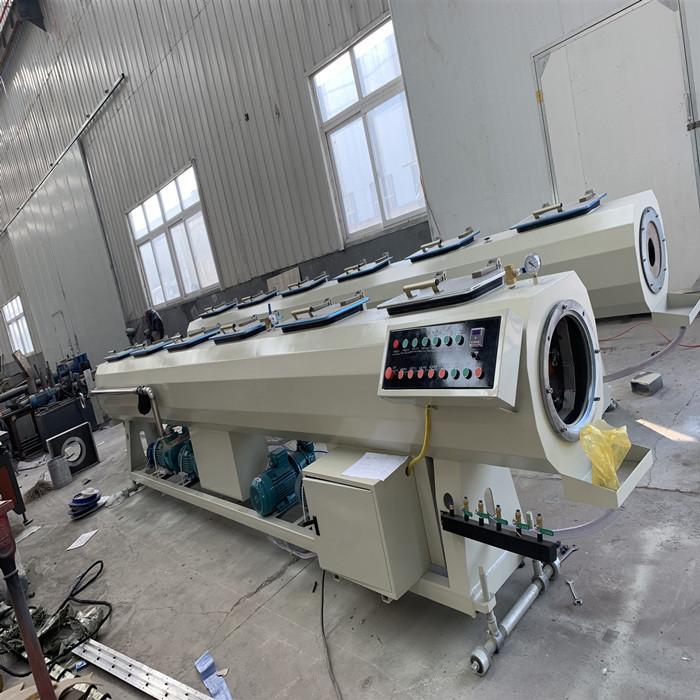 ¿Cuál es el rango de diámetro de tubería producido por la máquina de tubería plástica de pared sólid