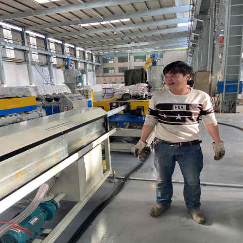 Machine d'extrusion de tuyaux en bambou LDPE / LLDPE