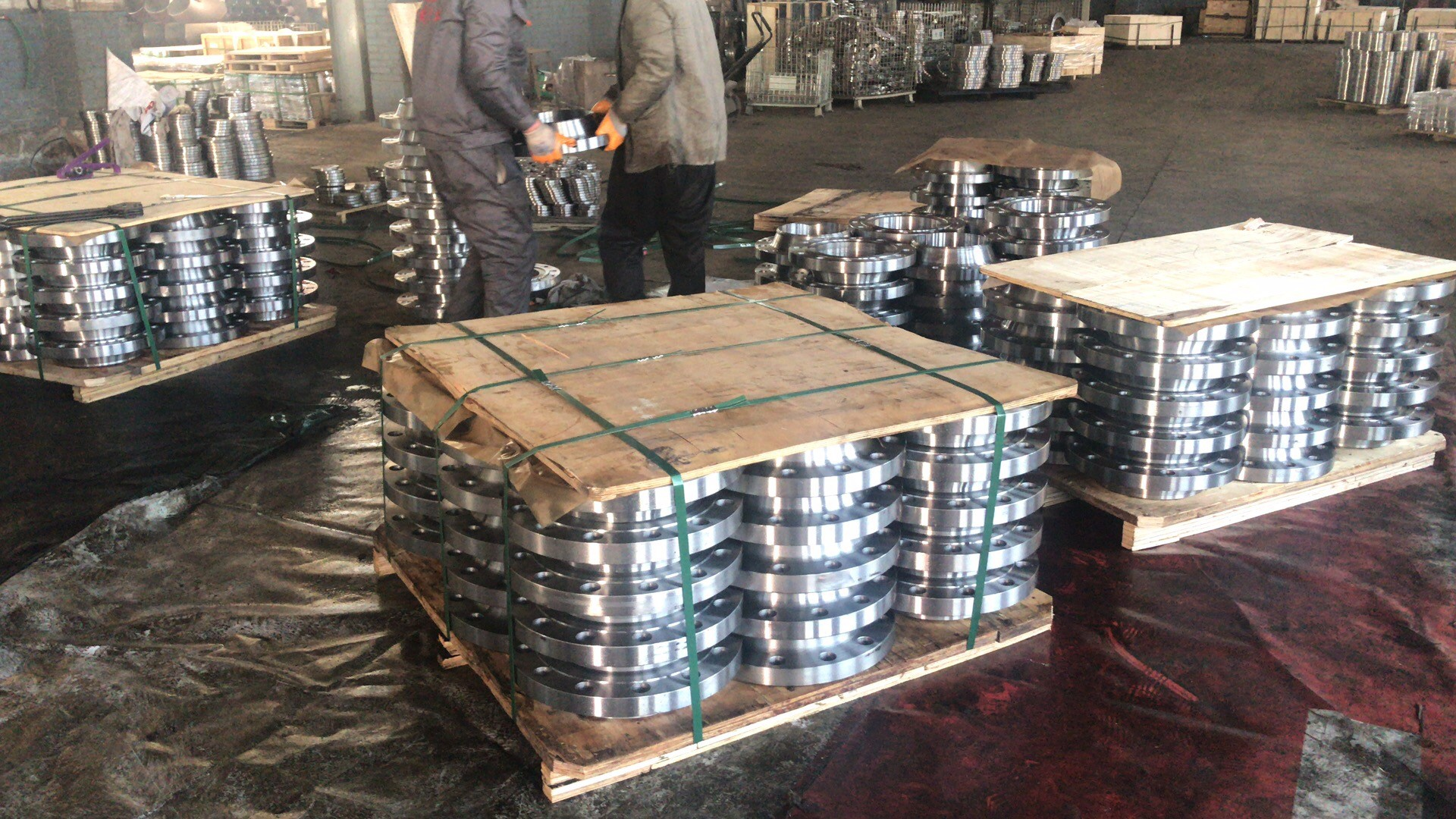 flanges packaged by pallet