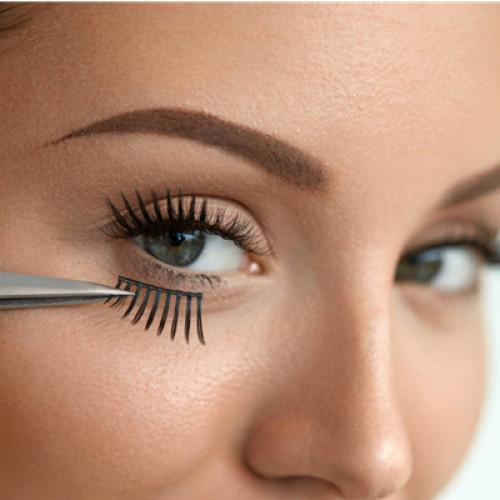 How to wear your false eyelashes
